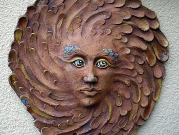 Keramický reliéf - sluneční žena modrá