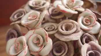 Dekorativní, keramické růže na drátku