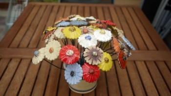 Keramické dekorativní květiny