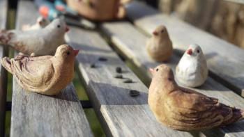 Ručně modelované keramické figurky ptáčků
