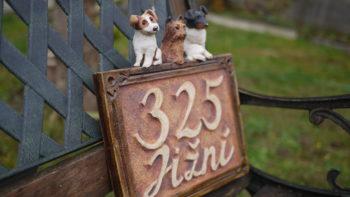 keramické domovní číslo pes 5 lucie polanská nikilu