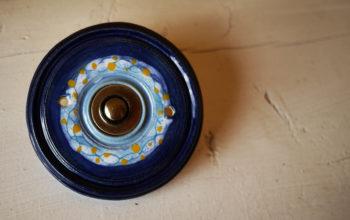 zvonkové tlačítko keramika mosaz hlubina lucie polanská nikilu 2