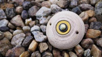 zvonkové tlačítko keramika mosaz klasik písek lucie polanská nikilu 1