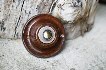 zvonkové tlačítko keramika mosaz retro čokoláda lucie polanská nikilu 3