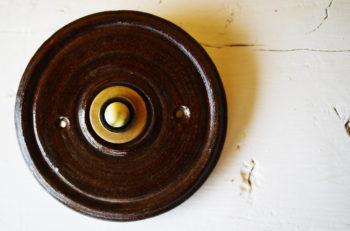 zvonkové tlačítko keramika mosaz hořká čokoláda lucie polanská 2