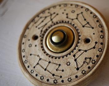zvonkové tlačítko keramika mosaz souhvězdí lucie polanská nikilu 3